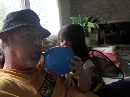 Papa blows the balloon