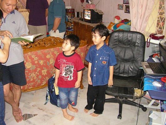 Irfan and Alvin's son looks at Tern Lik and Nguk Lui looking at The Album