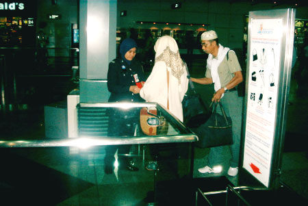 Tok and Opah head off into the International Departure gates