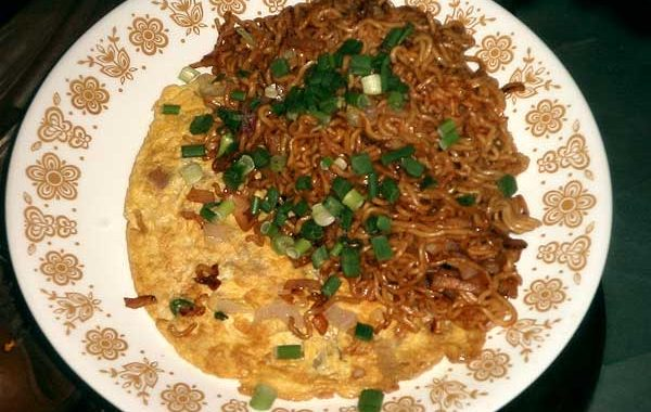 Fried Noodles With Omelette
