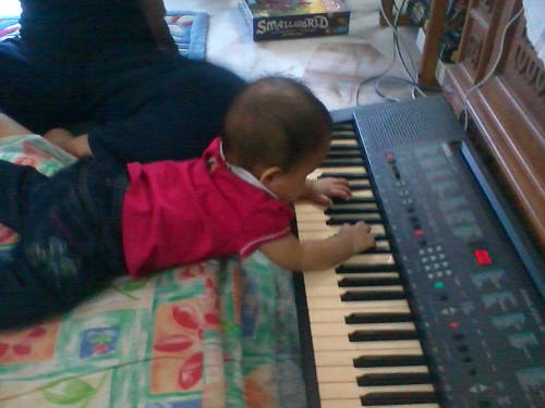 Zara the keyboardist