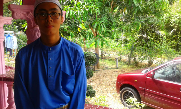 Irfan dressed up for Aidilfitri morning