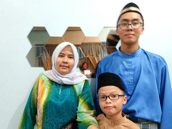 Aunt and nephews converge