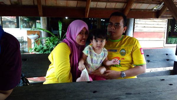 Daddy, Mama and Nia