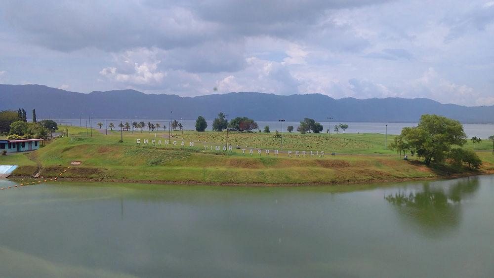 The dam/lake/park