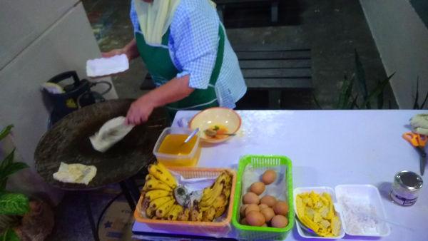 Roti pisang making table