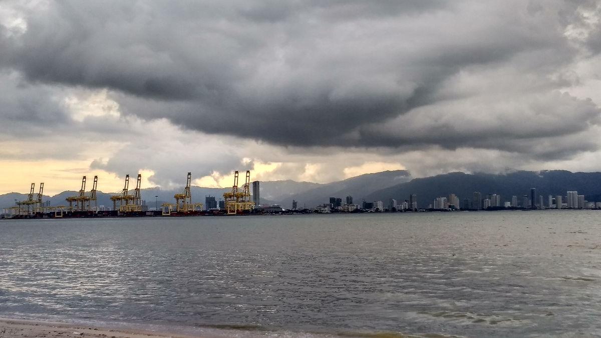 The dockyards beckon